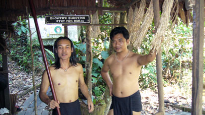 Hunters who use blowpipes