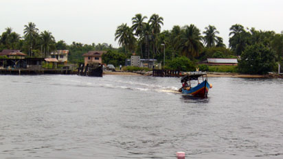 Small Brunei boat crossing the river