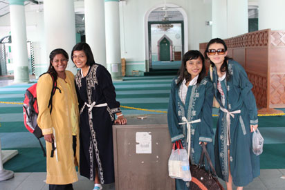 Hafeesa, Hera, Puput and Suzen outside the mosque