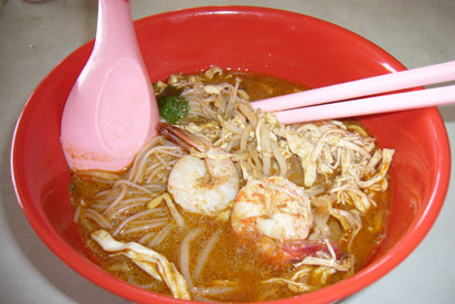 Bowl of Kuching style laksa