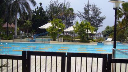 Swimming pool in Sues club