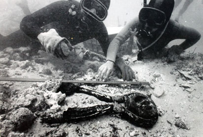 Divers discovering shipwreck