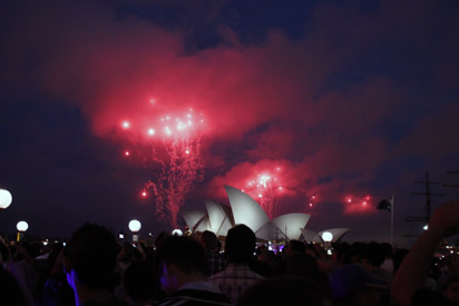 sydney-opera-house-2010-fireworks-red