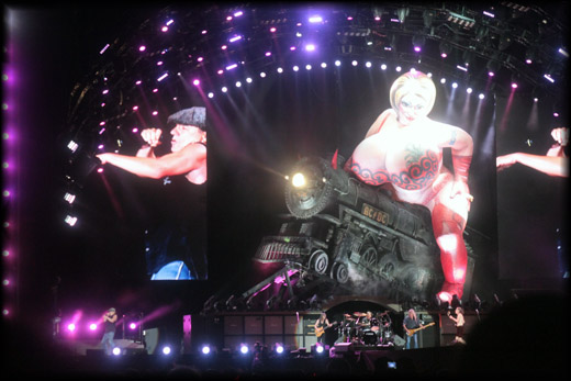 Brian Johnson Belting out 'Whole Lotta Rosie' on the 2010 Black Ice Tour