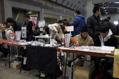 Cosplayer selling manga